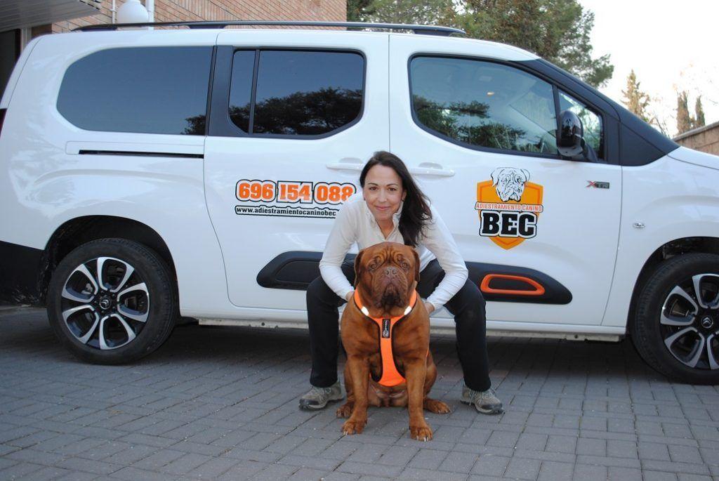 Adiestramiento_Canino_BEC_nueva_furgoneta_trabajo_Marga_y_Flor