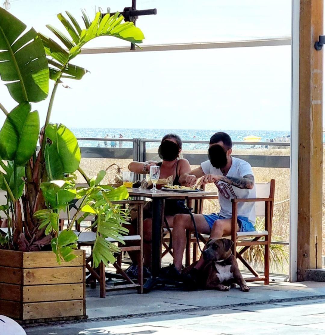 pareja-comiendo-castelldefels_noface_-PPP